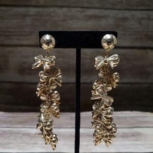 Vtg gold tone metal ribbons statement earrings